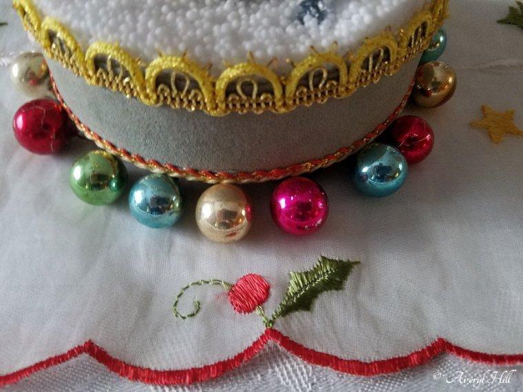 Simple Vintage Christmas Tablescape (2).jpg
