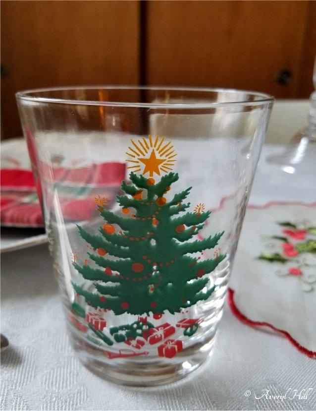 Simple Vintage Christmas Tablescape (5).jpg