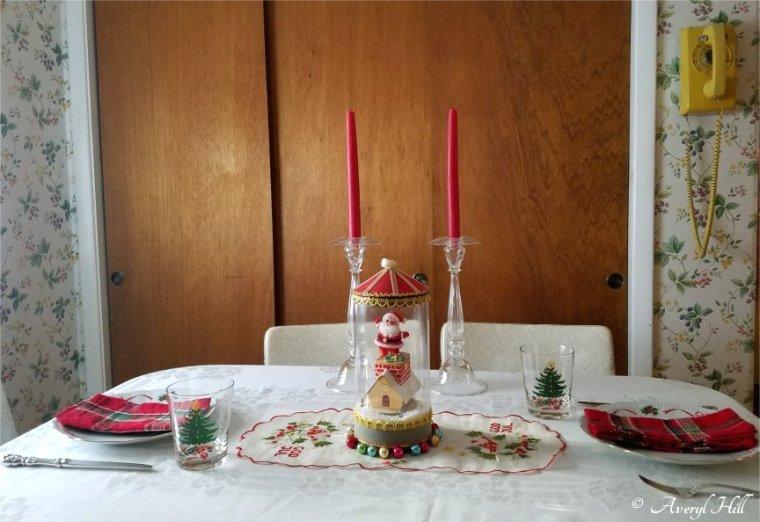 Simple Vintage Christmas Tablescape (7).jpg