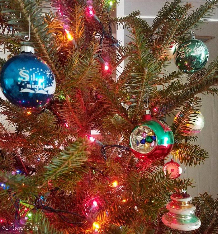 Our Vintage Christmas Tree 2019 (1).jpg